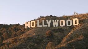 Muestra de Hollywood en un cielo azul almacen de video
