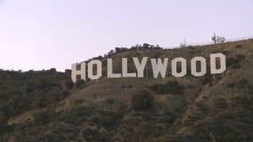 Muestra de Hollywood en un cielo azul metrajes