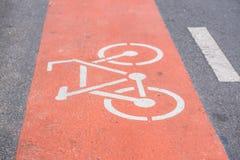 Muestra de la bicicleta en el camino Fotografía de archivo libre de regalías