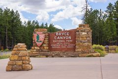 Muestra de la entrada del parque nacional de la barranca de Bryce foto de archivo