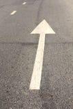 Flecha blanca del camino Foto de archivo libre de regalías