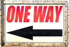 Muestra de la manera del vintage uno con la flecha negra que muestra la dirección Foto de archivo libre de regalías