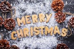 Muestra de la Navidad con las galletas del jengibre Tarjeta de felicitación Fotos de archivo