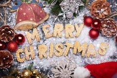 Muestra de la Navidad con las galletas del jengibre Tarjeta de felicitación Fotos de archivo libres de regalías