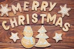 Muestra de la Navidad con las galletas del jengibre Tarjeta de felicitación Imagen de archivo