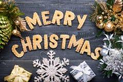 Muestra de la Navidad con las galletas del jengibre Tarjeta de felicitación Imagen de archivo libre de regalías