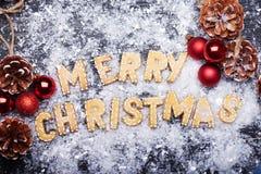 Muestra de la Navidad con las galletas del jengibre Tarjeta de felicitación Imágenes de archivo libres de regalías