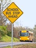 Muestra de la parada del autobús escolar Fotografía de archivo libre de regalías