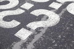 Muestra de la pregunta en el asfalto Imagen de archivo