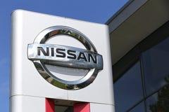 Muestra de la representación de Nissan delante de la sala de exposición foto de archivo libre de regalías