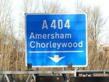 Muestra de la salida de la autopista M25 en el empalme 18 para Amersham y Chorleywood fotos de archivo libres de regalías