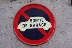 Muestra de la salida del garaje imágenes de archivo libres de regalías