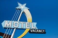 Muestra de la vacante del motel del vintage Fotos de archivo libres de regalías
