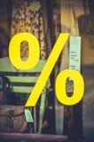 Muestra de la venta de la tienda de la ropa del vintage Fotos de archivo