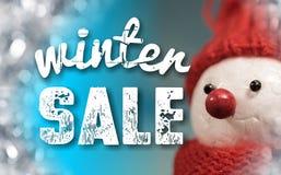 Muestra de la venta del invierno con el muñeco de nieve lindo imagen de archivo