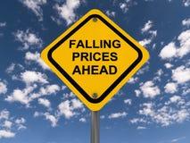 Muestra de los precios en baja a continuación Fotografía de archivo
