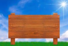 Muestra de madera en el cielo azul Fotografía de archivo