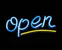Muestra de neón abierta Fotografía de archivo libre de regalías