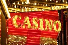 Muestra de neón del casino Fotos de archivo libres de regalías