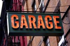 Muestra de neón del garage Foto de archivo