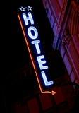 Muestra de neón del hotel Imagen de archivo libre de regalías