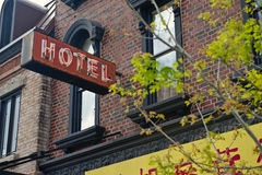 Muestra de neón del hotel fotos de archivo libres de regalías
