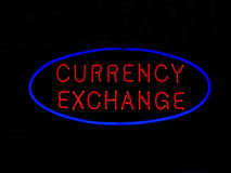 Muestra de neón del intercambio de dinero en circulación foto de archivo libre de regalías