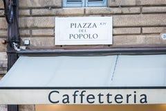 Muestra de Piazza del Popolo en una pared del edificio Imagenes de archivo