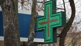 Muestra de publicidad bajo la forma de cruz verde con la animación del LED de verde y de rojo Matriz del LED coloreado Muestra de metrajes