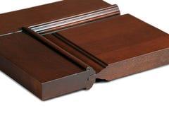 Muestra de puerta de madera en el fondo blanco fotos de archivo libres de regalías