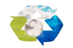 Muestra de reciclaje conceptual con las imágenes de la naturaleza, aisladas en blanco Imágenes de archivo libres de regalías