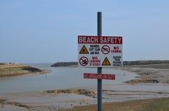 Muestra de seguridad de la playa Fotos de archivo libres de regalías