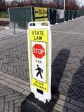 Muestra de seguridad del paso de peatones, Chicago Illinois fotos de archivo