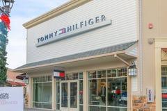 Muestra de Tommy Hilfiger imágenes de archivo libres de regalías