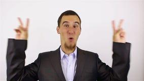 Muestra de Victory By Businessman en fondo gris almacen de metraje de vídeo