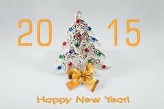 Muestra del Año Nuevo 2015 con el juguete del árbol de navidad encendido Imagenes de archivo