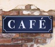 Muestra del café en la pared de ladrillo fotografía de archivo libre de regalías