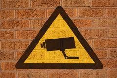Muestra del CCTV en la pared de ladrillo stock de ilustración