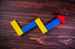 Muestra del crecimiento de la tendencia de bloques de madera del color Imágenes de archivo libres de regalías