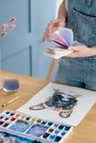 Muestra del dibujo de la muchacha de la expresión del talento del arte del ocio fotografía de archivo