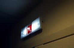 Muestra del extintor en la pared fotografía de archivo libre de regalías