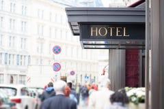Muestra del hotel al aire libre Foto de archivo libre de regalías