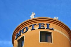 Muestra del hotel en el edificio Fotografía de archivo libre de regalías