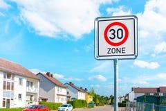 Muestra del límite de velocidad a 30 Foto de archivo libre de regalías