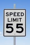 Muestra del límite de velocidad 55 Fotos de archivo libres de regalías