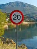 Muestra del límite de velocidad de 20 KPH Imagenes de archivo