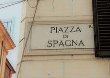 Muestra del nombre de la calle de Piazza di Spagna, Roma, Italia fotografía de archivo