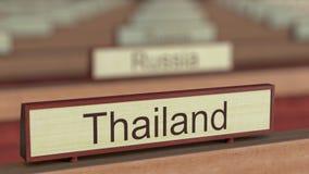 Muestra del nombre de Tailandia entre placas de los países diferentes en la organización internacional ilustración del vector