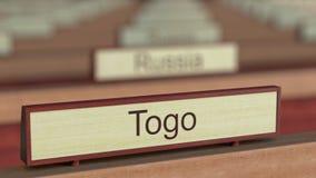 Muestra del nombre de Togo entre placas de los países diferentes en la organización internacional stock de ilustración