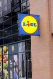 Muestra del panel de LIDL fuera del supermercado Ramifique de cadena de supermercados de LIDL Imagen de archivo libre de regalías